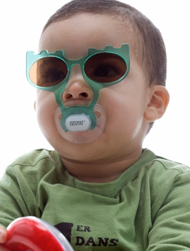 ... sem tamanho essa marca de óculos para crianças de 0 a 3 anos. Pela  descrição, fabricante é super cuidadoso com materiais e intensidades  utilizadas. b16e7602fc