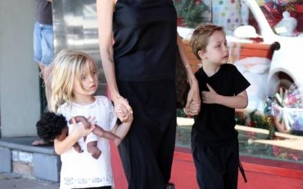 Knox e Vivienne, filhos de Angelina Jolie e Brad Pitt.