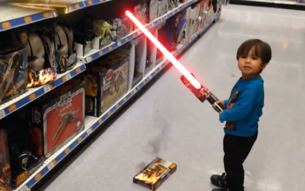 Daniel Hashimoto cria vídeos do seu filho James e posta no canal do Youtube Movie Action Kid