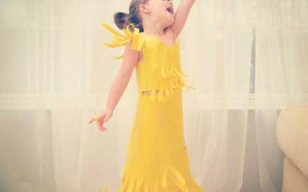 Vestido de papel feito por Angie e sua filha Mayhem