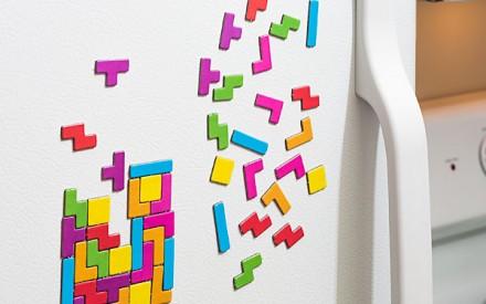Jogo de imãs de Tetris para brincar na geladeira