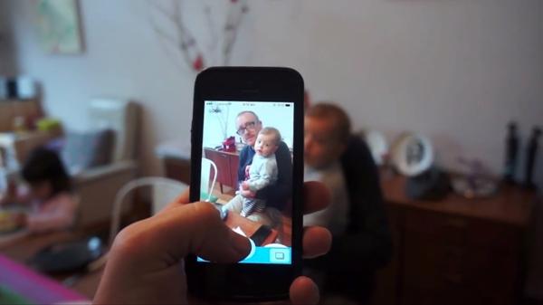 Aplicativo para fazer as crianças olharem para a câmera Look Birdy
