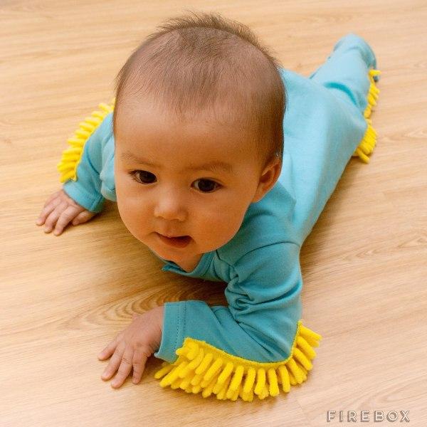 Roupa para bebê que limpa o chão