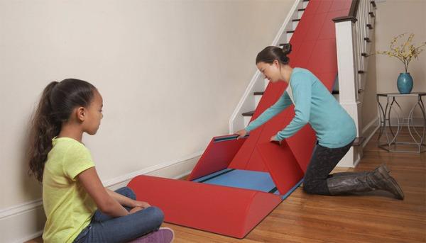 Escorregador para crianças para ser usado nas escadas
