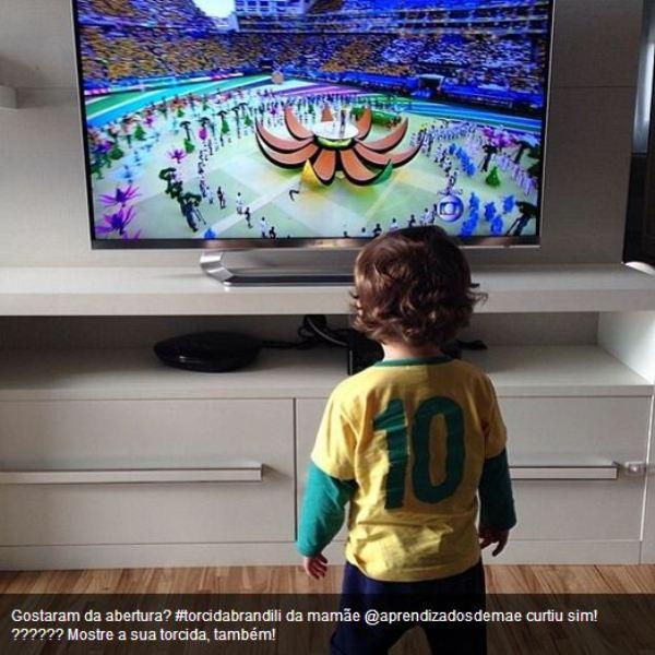 Fotos de crianças torcendo pelo Brasil na Copa do Mundo