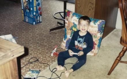 Meninos e meninas jogando video game nos anos 1980 e 1990