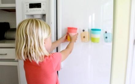 Copos com imãs para grudar na geladeira para crianças