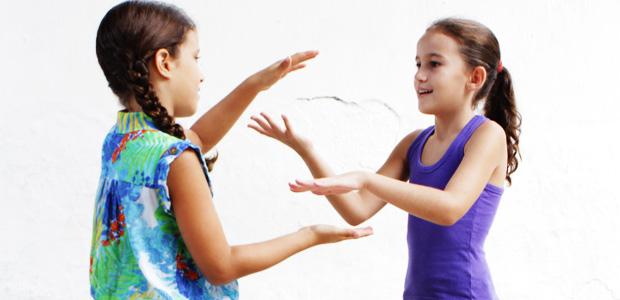 Brincadeiras infantis com as mãos