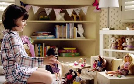 Novo comercial da Barbie mostra que as meninas podem ser o que elas quiserem