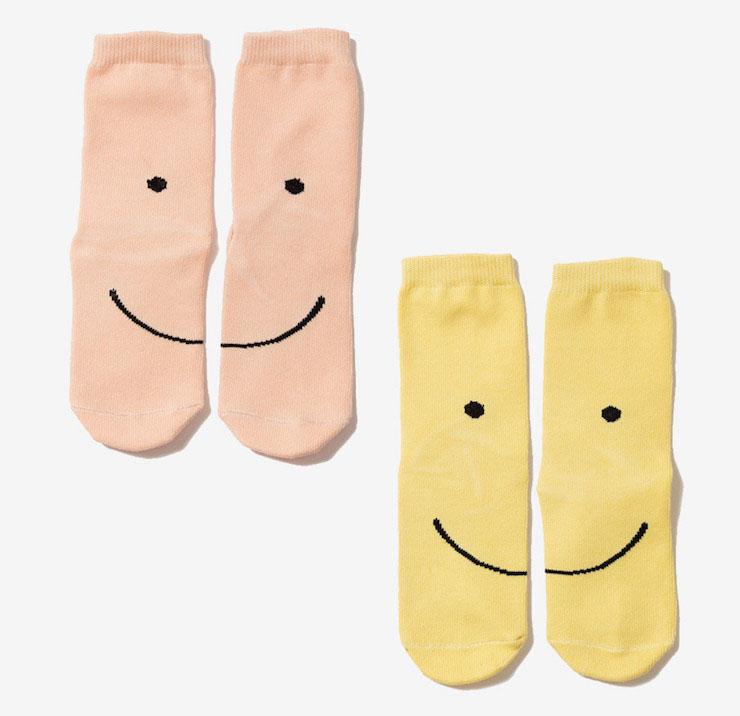 Para um look alegre: meias com sorriso