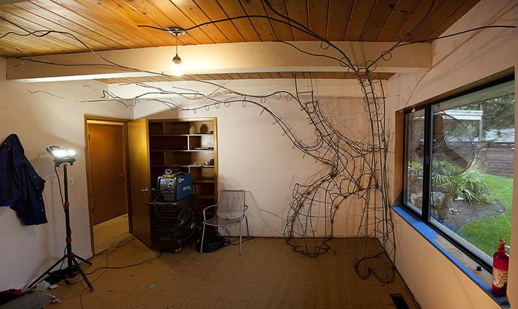 Pai passa 18 meses construindo uma árvore encantada no quarto da filha
