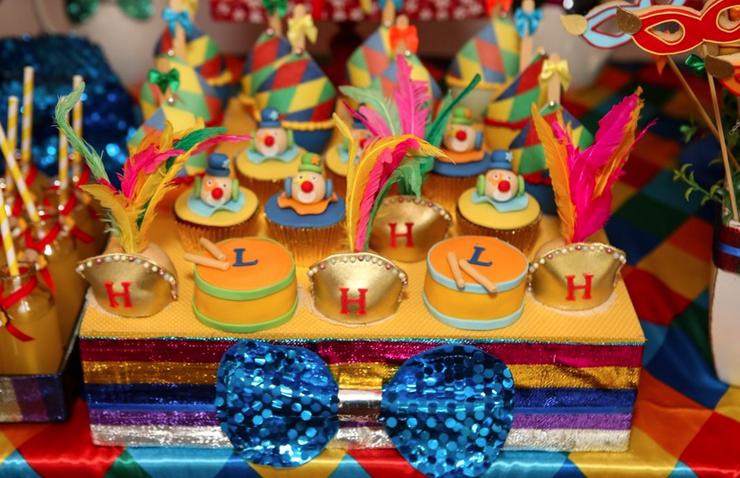 Comemoração dupla: festinha de aniversário carnavalesca!