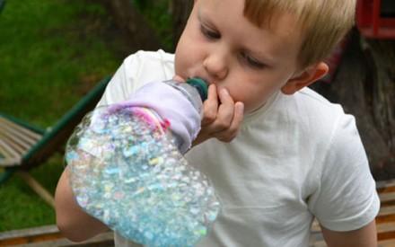 Diversão de verão: aprenda a fazer bolhas gigantes!