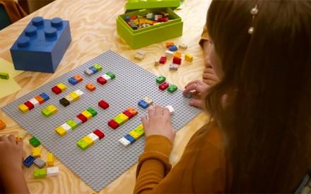 Braile Bricks: um brinquedo que ajuda na alfabetização e inclusão de crianças cegas