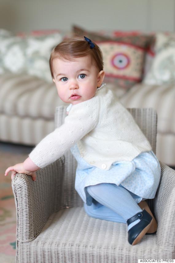 Fofura real: fotos da princesa Charlotte são divulgadas em comemoração ao seu primeiro aninho de vida