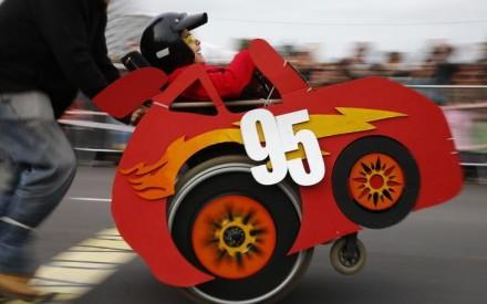 Corrida Maluca faz crianças em cadeiras de rodas se transformarem em seus personagens prediletos