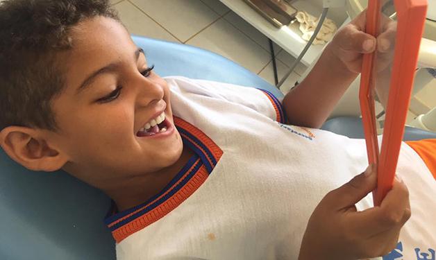 Dentista realiza sonho de menino baiano e enche a internet de emoção
