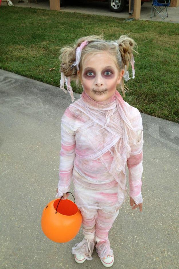 diy-mummy-costume-crafts-pink-mummy