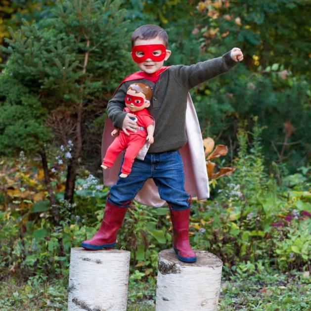 Mãe cria linha de bonecas inspiradas em meninos para desconstruir estereótipos