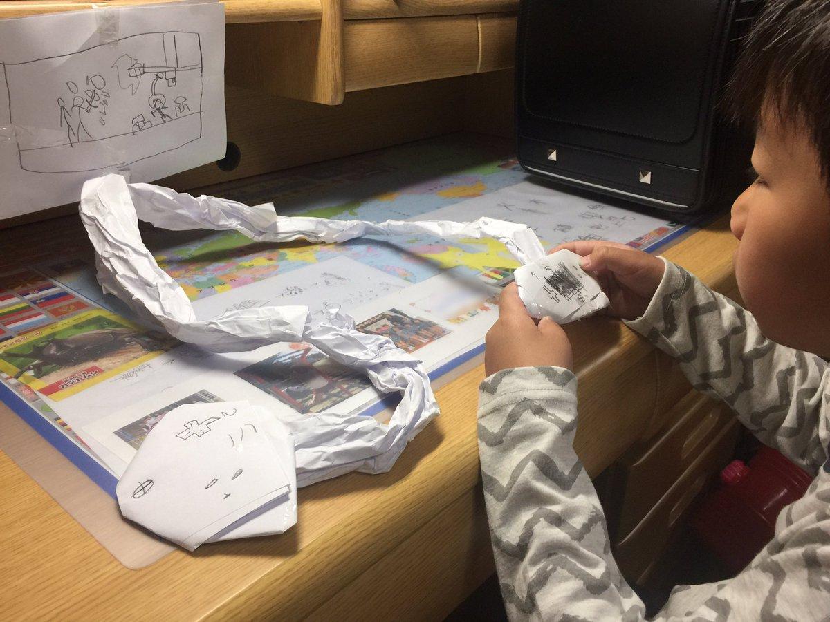 Garoto cria videogame de papelão e seu pai faz surpresa o presenteando com um de verdade