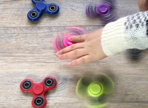 Fidget Spinner: o brinquedo que está conquistando adultos e crianças ao redor do mundo