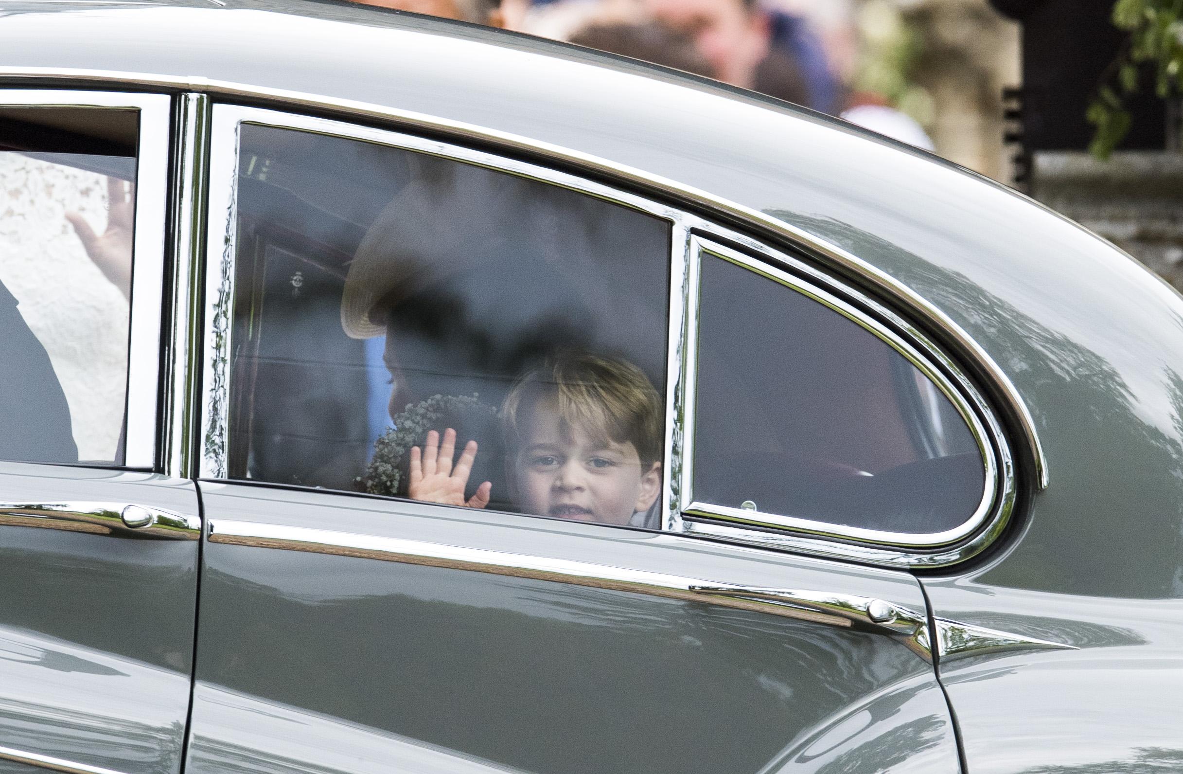 Fofura real: príncipe George e princesa Charlotte roubam a cena no casamento da tia Pippa Middleton