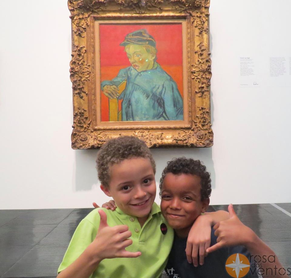 Corrente do Amor: estudantes levam crianças de baixa renda para passeios culturais acessíveis