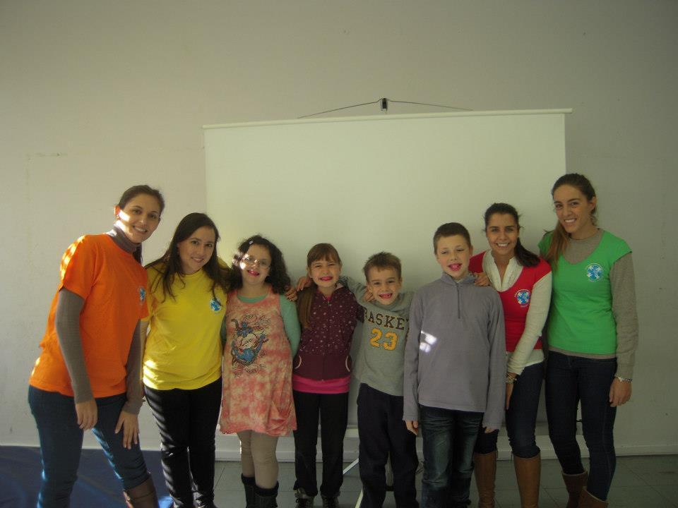 Corrente do Amor: projeto ajuda a reduzir placa bacteriana de crianças em Portugal