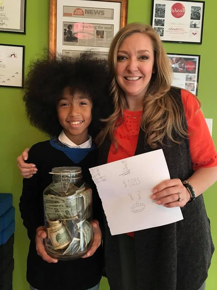 Corrente do Amor: menino de 11 anos dá aulas de yoga e doa tudo o que ganha para ajudar crianças com câncer