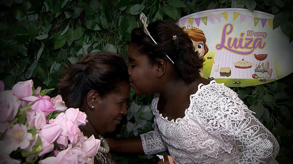 Corrente do Amor: Moradores de Salvador se mobilizam e fazem uma superfesta para menina moradora de rua