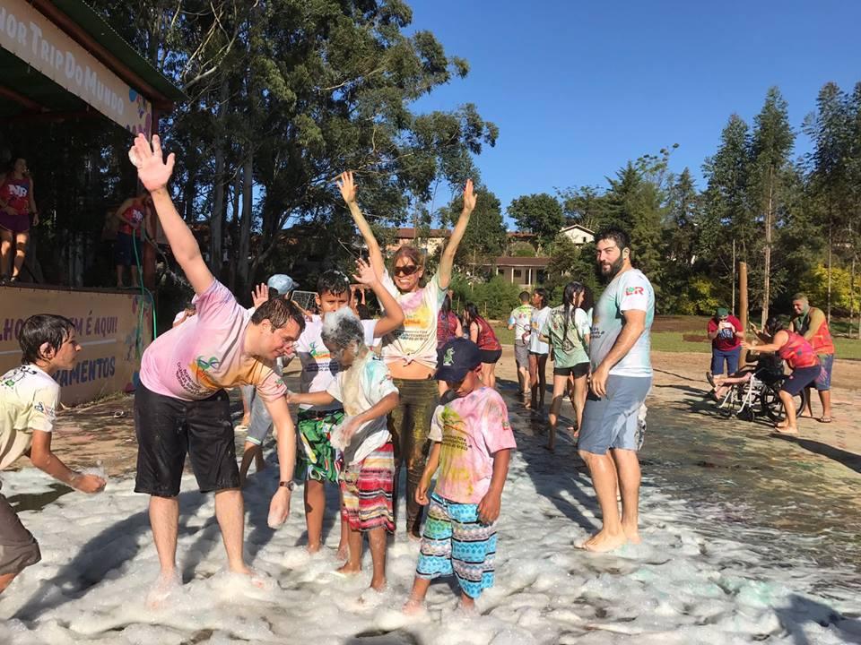 Corrente do Amor: voluntários realizam acampamento para crianças sobreviventes de queimaduras