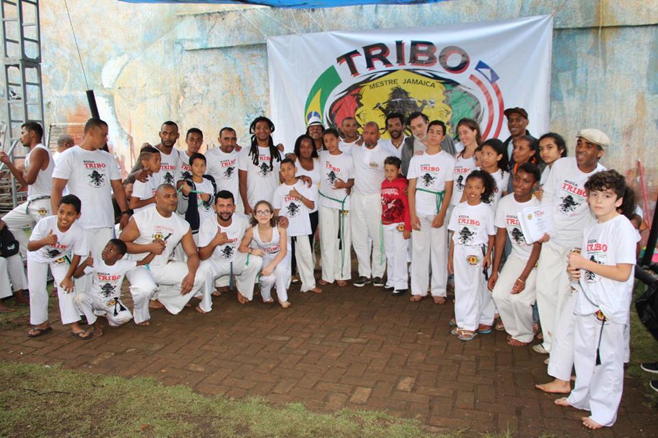 Corrente do Amor: projeto Tribo Mirim usa a capoeira para tirar crianças da rua