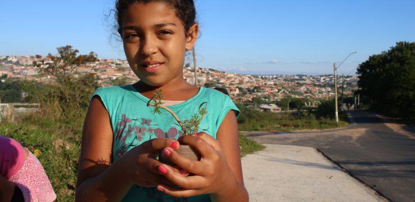 Corrente do Amor: projeto social ensina crianças e adolescentes sobre botânica e preservação ambiental