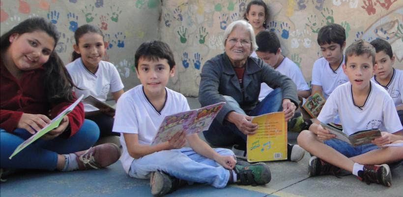Corrente do Amor: professora aposentada cria de rede de leitura