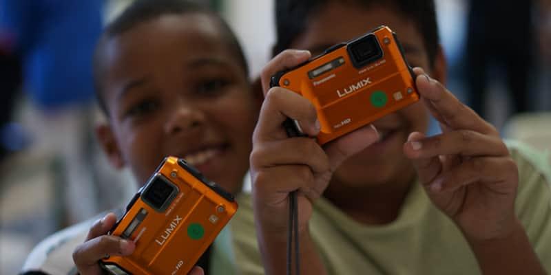 Corrente do Amor: projeto ensina alunos de escolas públicas a usar a fotografia para refletir sobre a realidade