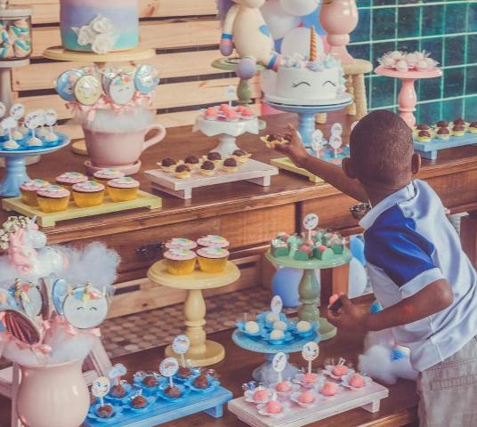 Corrente do Amor: projeto faz festas de aniversários para crianças carentes que moram em abrigos