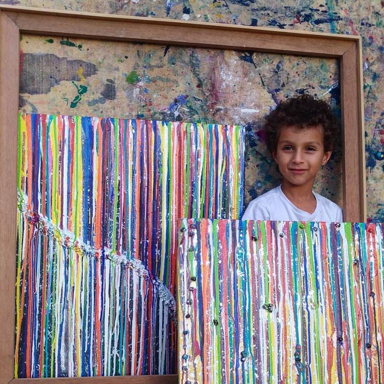 Corrente do Amor: garotinho impressiona com seu talento artístico e doa suas telas a hospital infantil