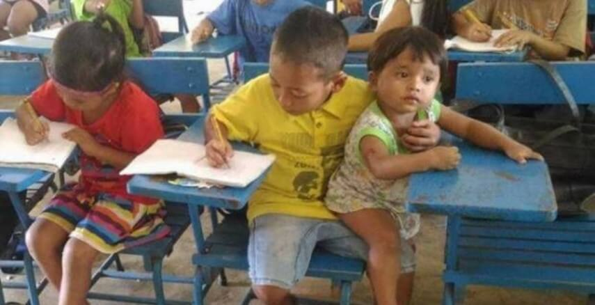 Corrente do Amor: para não faltar aula, menino leva irmão menor à escola