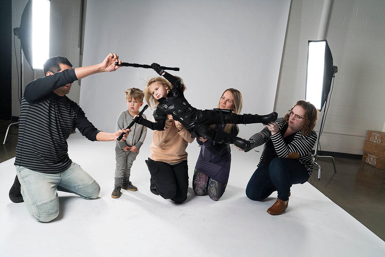 """Inspirado nos heróis de """"Vingadores: Guerra Infinita"""", fotógrafo faz ensaio contra bullyng"""