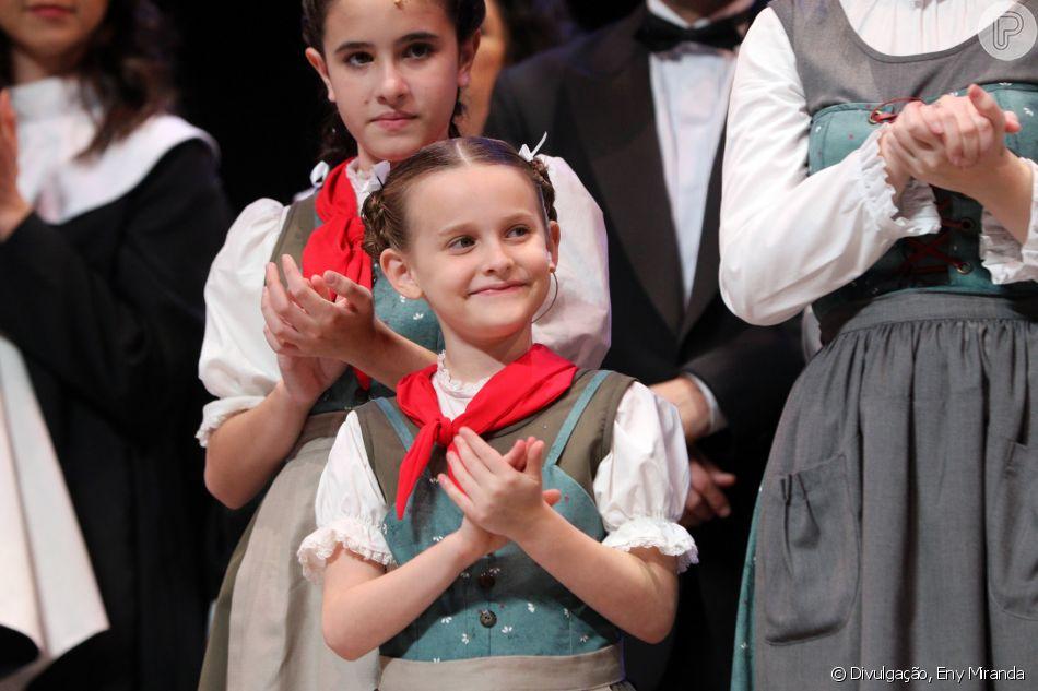 Filha de Fernanda Rodrigues estreia em sua primeira peça de teatro