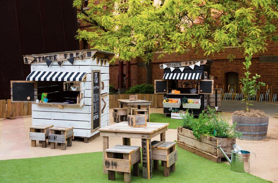 Castle + Cubby: casinhas feitas de caixas de feira