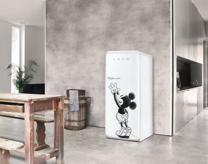 Marca italiana lança geladeira em comemoração aos 90 anos do Mickey