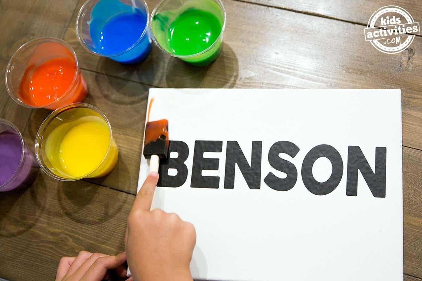 Fazendo arte com o nome: atividade infantil que estimula o aprendizado