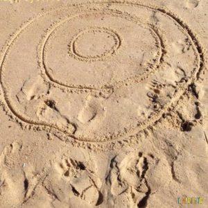 5 brincadeiras para fazer com as crianças na praia