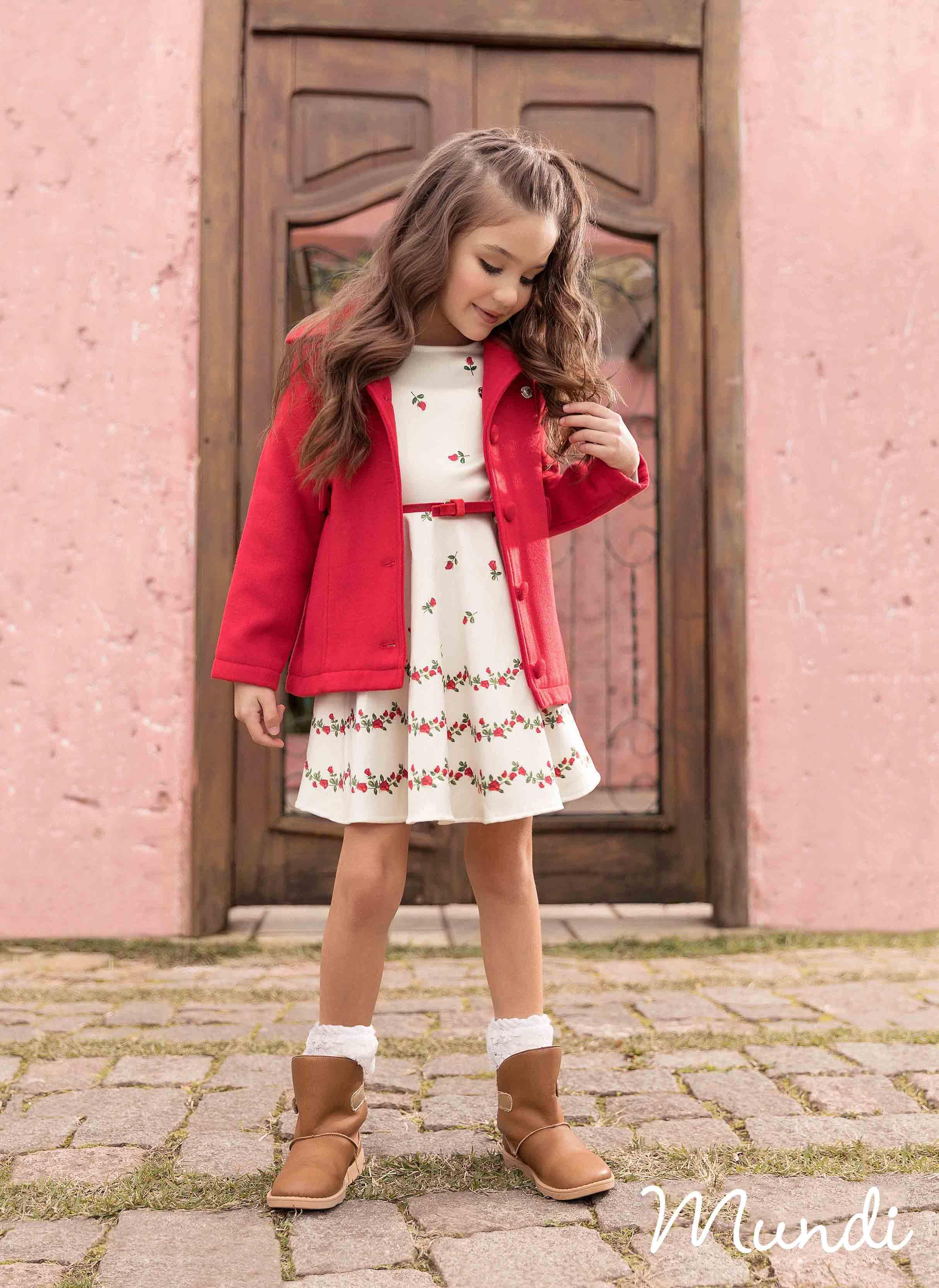 b88b5919deaf Leves e super delicados, os vestidos garantem um look arrumadinho com  conforto para brincar. Eles aparecem com força com padronagens românticas  florais, ...