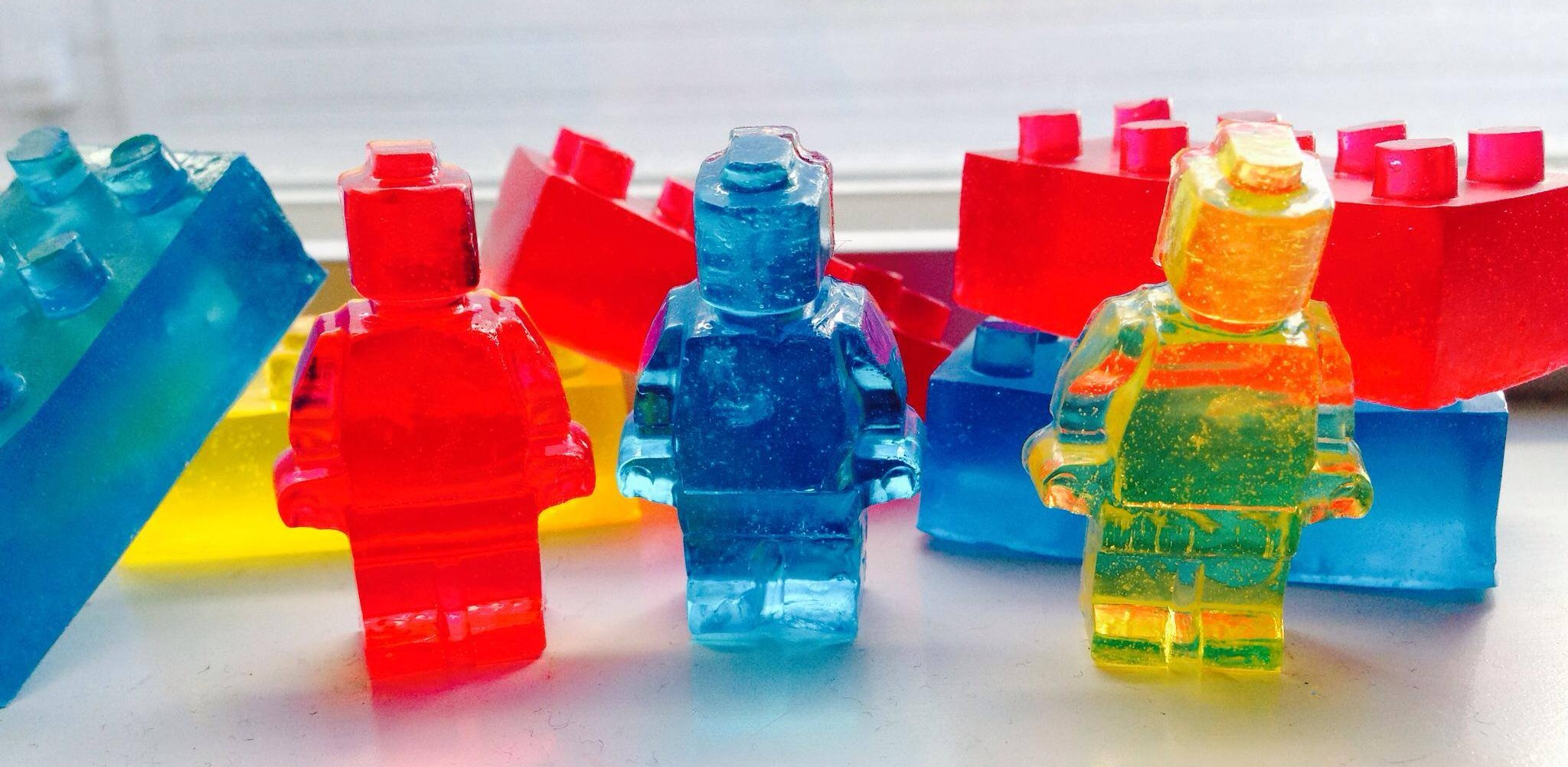 Aprenda como preparar uma gelatina de Lego