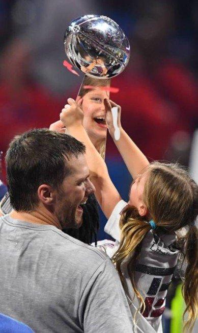 Essas fotos da família de Gisele Bundchen torcendo por Tom Brady são puro amor