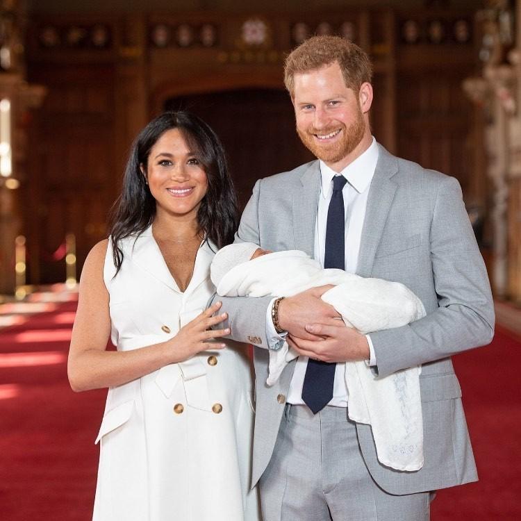 É um menino: nasce mais um bebê real