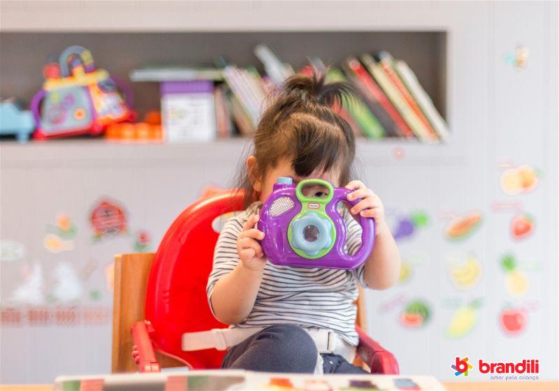 bebê tirando foto
