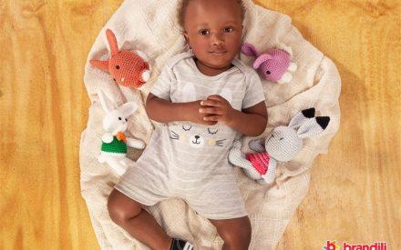bebê com roupa confortável